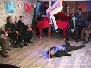 Dance - Totally naked Bar dance on guy's face