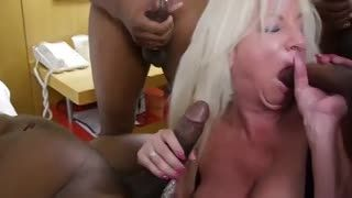 Mûre - black cock whore 2