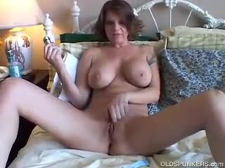 Mature - Big tits MILF shaves her sexy pussy