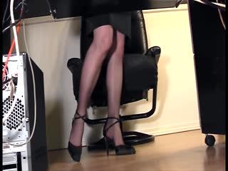 Calze - Leggy secretary fingering at the office in nylon...