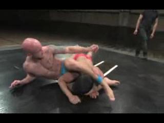 Gay - Bodybuilder battle to fuck the ass