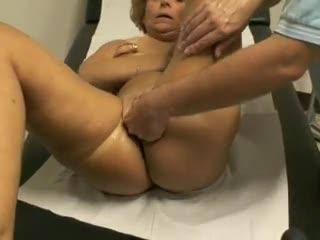 Mature - Mia moglie Clara dal ginecologo parte 6