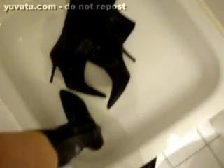 Bizzare - pissen auf und in high heeled boots