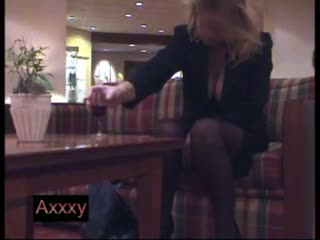 slut moment in hotel lobby