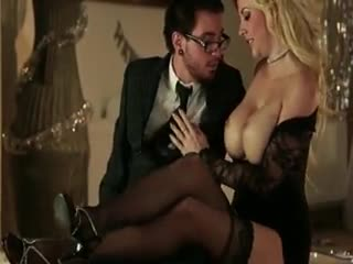 Tettone - Amazing big tits blonde Courtney Taylor sensual ...